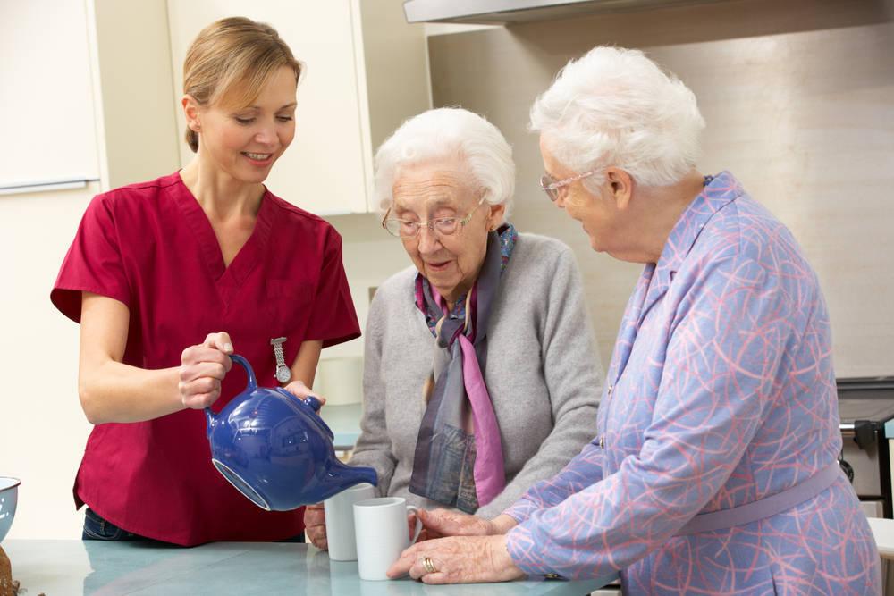 El verano es el momento idóneo para las residencias geriátricas
