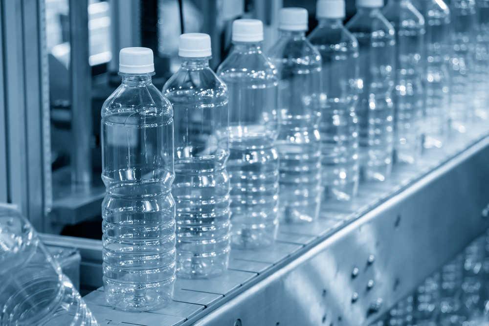 ¿Cómo transportar y almacenar botellas PET?